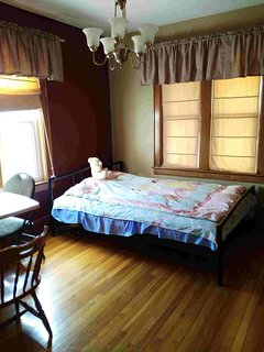 Bright Clean and Spacious Main Floor Room, Windsor