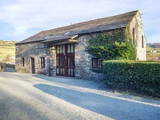 BANK END BARN, countryside setting, five bedrooms, large garden with hot tub nea