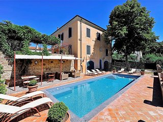 Fabbrica Villa Sleeps 13 with Pool Air Con and WiFi - 5226810