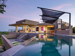 Breathtaking Los 3B's Villa with Salt Water Pool!