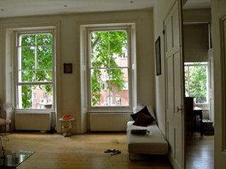 Lovely 2 bedroom Hyde Park flat