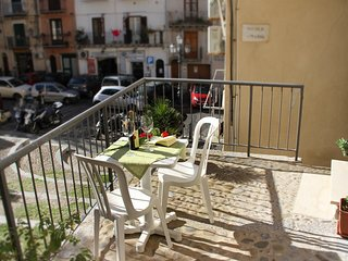 Beautiful apartment with terrace to eat outside - Close to centre and beach, Cefalú