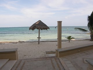 GREAT PRICE!-2 bedroom condo on the beach, Cancún