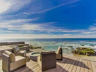 VILLA BERMUDA BEACH -  LUXURY BEACHFRONT HOME WHITEWATER VIEWS