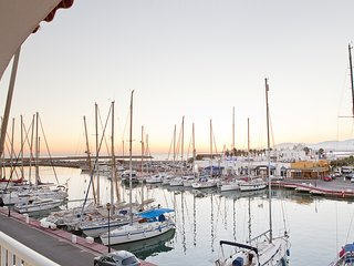 Romántico apartamento en puerto deportivo con WIFI: 'Apartamento Galeon'.