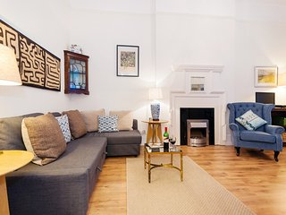 Quality Chelsea 2 Bedroom Apartment for 6 ++ Best Internet Rates ++