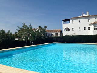 Lovely, spacious 2 bedroom flat with pool and gardens close to Puerto Banus