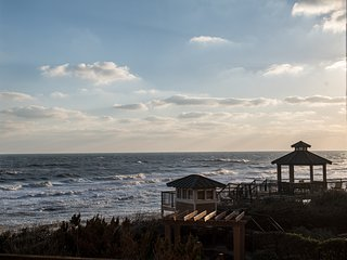 Newly Renovated Condo with Beautiful Ocean Views and Beach Access, Kill Devil Hills