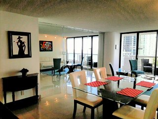 By Gvaldi - The Grand DoubleTree 2 bed / 2 bath, Miami
