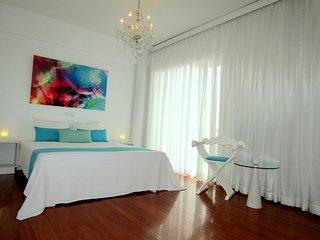 2 Luxury Sea View Apartments 1 building Sleep 14