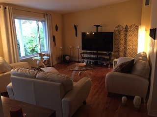 Cozy & quiet near everything, heated swimming pool, Brossard