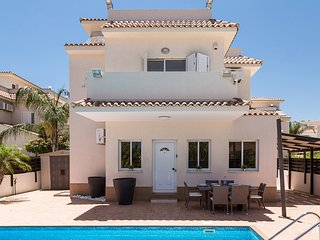 Villa Lucia - Luxury 3 Bedroom Villa - Large Roof Terrace and Panoramic Sea View