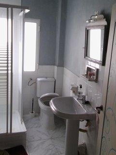 Baño con ducha.