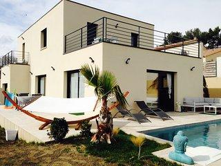 Villa contemporaine avec piscine sur les hauteurs d'Avignon, Rochefort du Gard