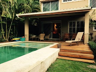 Modern 2-bedroom villa with private pool. Central & 1 min. from beach and surf!