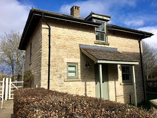 NEW Jess Cotswold Cottage with Lakeview and use of SPA facilities