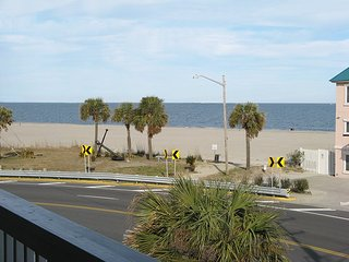 Beach Point Villas - Unit G - Easy Beach Access - Close to Restaurants and, Tybee Island