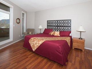 Beautiful & Spacious 3 Bedroom Condo In The Heart Of Downtown Kelowna