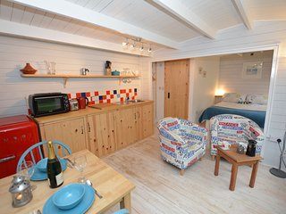 41273 Log Cabin in Penzance