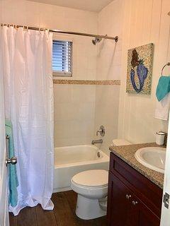 Guest bathroom w/ tub