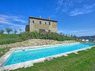 4 bedroom Villa in Campiglia D orcia, Val D orcia, Tuscany, Italy : ref 2293508