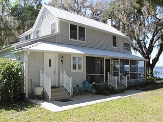 Secret Cove, 4 Bedroom, 2 Bath, Sleeps 12, Private 300 Foot Dock, River Front, East Palatka