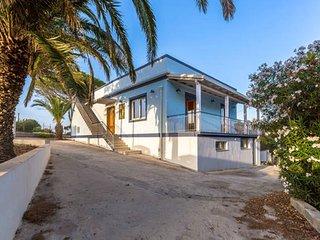 Villa con stupendo giardino a Punta secca a 1km dal mare