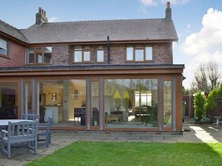 Wrea Green 4/5 Bed House + lodge next to Ribby Hall Village for upto 22 guests.