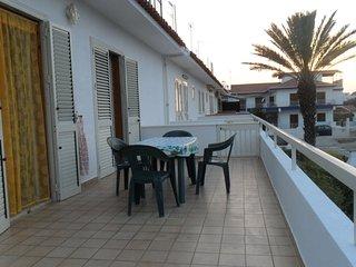 casa con terrazza a 200 mt. dal mare