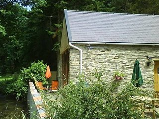 Beautiful Cottage-fishing rights,2 acres of meadows,nr beach, golf, sailing club, Eglwyswrw