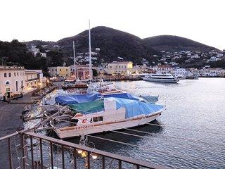 """Inhoming """"Appartamento Rive Droite """" Ischia Porto"""
