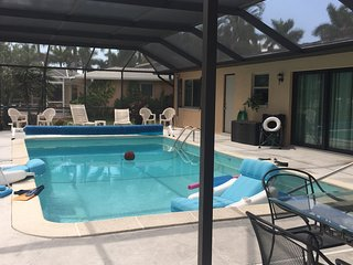 Canal House, South Facing Pool, Gulf access Boat Docking, Pet Friendly