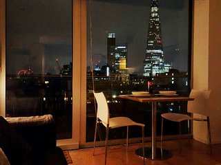 Great apartment, central location, stunning views of London on gated community