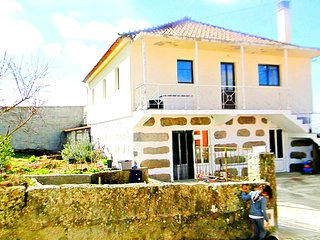 SunnySide Home - Holiday Home, Chaves