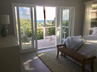Gorgeous 1 BR Apartment Overlooking Kailua Beach