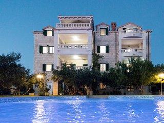 Luxury Ferien-Apartments mit Pool, 300 Meter zum Meer, Sumartin, Insel Brac