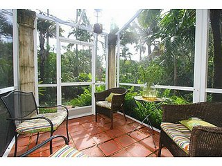 Nice & private room+bath+patio+garden & street access LONG TERM OK *Locati!on !*, Coral Gables