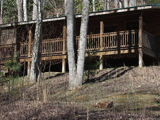 Sundance Log Cabin with Hot Tub Firepit and Free WiFi, Hot Springs