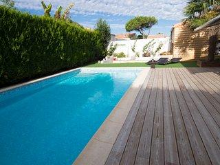 ST MARTIN DE RE Magnifique grande maison à 50 m de la plage , piscine chauffée