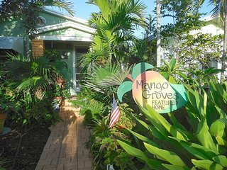 Relaxing Tropical Bugalow Minutes Walk from Downtown Lake Worth & Beach