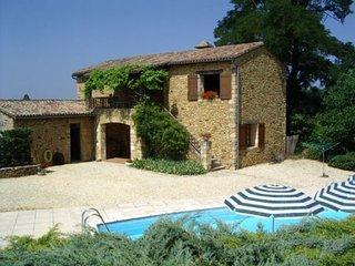 Converted barn,7 people,private heated,pool beautifulview,near golf courses 2kms, Saint-Germain de Belves