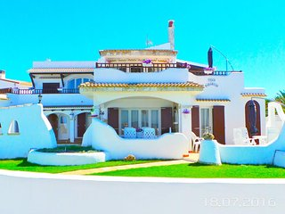 LUXURY VILLA WITH POOL ON THE SEA BED 11 + 1