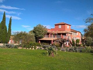 Ferienappartement im Herzen der Provence mit Swimmingpool