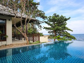 4 Bedroom Beachfront villa in 5* Beach Resort, Choeng Mon