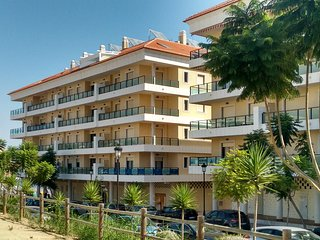 New fully equipped apartment, 350m beach, full AC and heating for all seasons, San Luis de Sabinillas