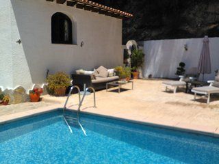 one bedroomed annex with a private pool for exclusive use of guests. No sharing.