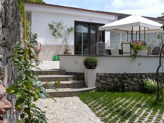 Garden villa 100 mt from the seashore