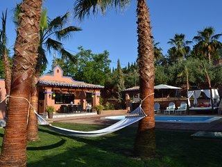 Acogedora casa con piscina y jardin privado