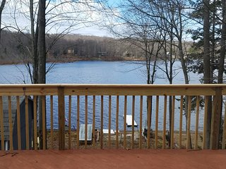 Country Lakefront Ski Cottage w/Pool Table, Pocono Lake
