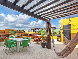 Cheerful Penthouse with Private Rooftop & Jacuzzi - Happiness, Playa del Carmen